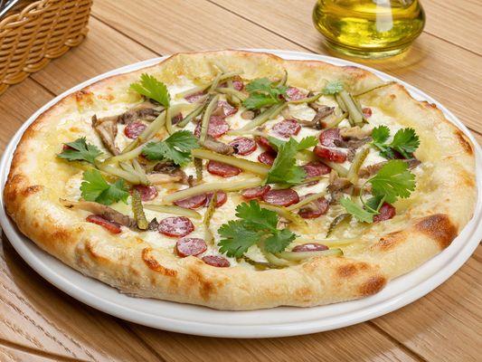Пицца с баварскими колбасками