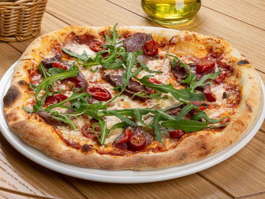 Пицца с говядиной и перцами чили